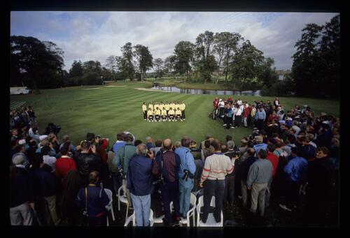 The press of the world form a horseshoe around the European team on the 10th fairway at the 1989 Ryder Cup