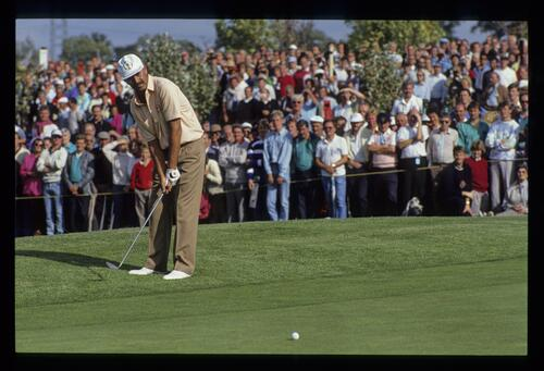 Mark James chipping from the fringe at the 1989 Ryder Cup with a banked gallery watching