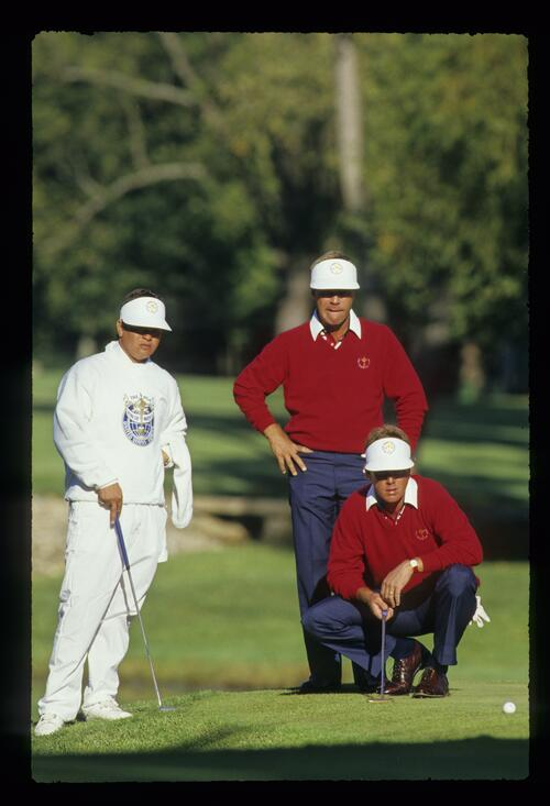 A caddie joins US players Ben Crenshaw and Payne Stewart to collaborate over a putt from the fringe at the 1987 Ryder Cup