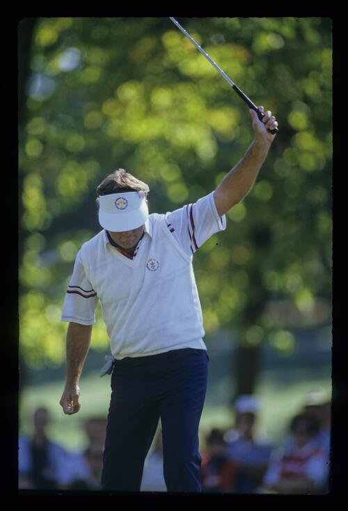 Lanny Wadkins raising his putter in celebration at the 1987 Ryder Cup