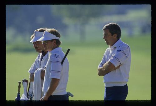 Curtis Strange, Tom Kite and their caddies watch on at the 1987 Ryder Cup