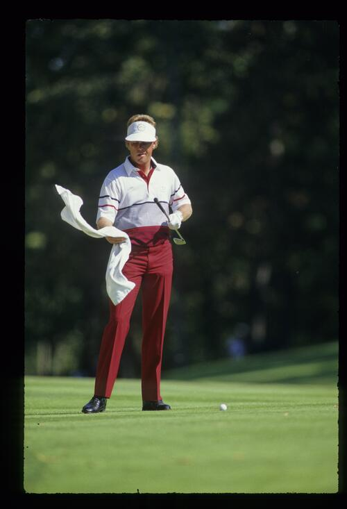 Payne Stewart catching a towel to dry his grip at the 1987 Ryder Cup
