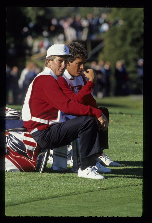 Two US caddies take time out at the 1989 Ryder Cup