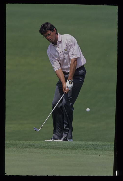 Ian Baker Finch chipping during the 1992 Masters