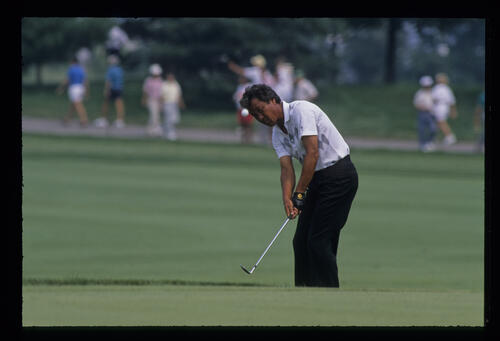 Isao Aoki sending a chip on its way during the 1989 USPGA