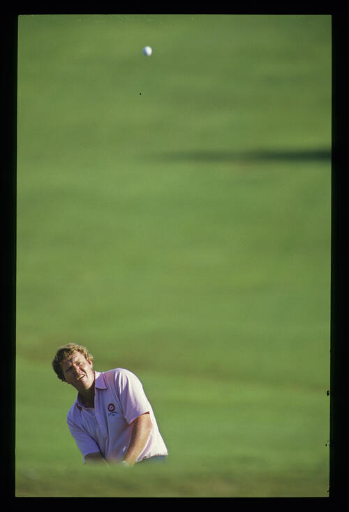 Andy Bean pitching to the green during the 1986 Isuzu Kapalua International