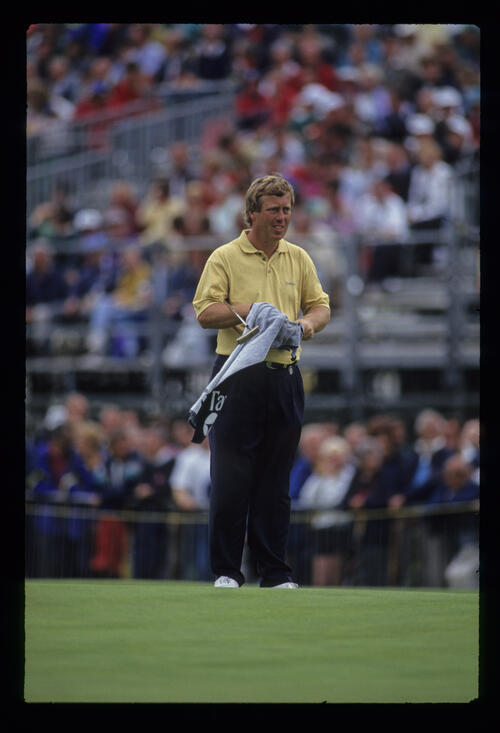Howard Clark drying his hands on the green during the 1993 Open Championship