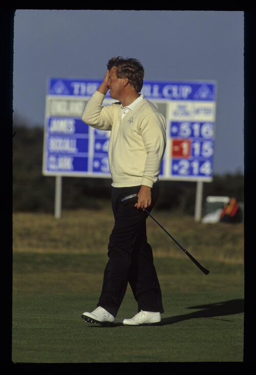Howard Clark showing emotion with putter in hand during the 1990 Dunhill Cup