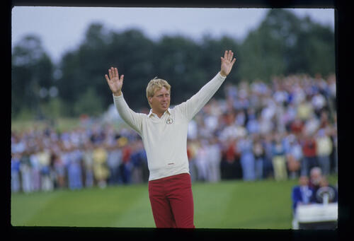Howard Clark acknowledging the crowd during the 1985 Ryder Cup