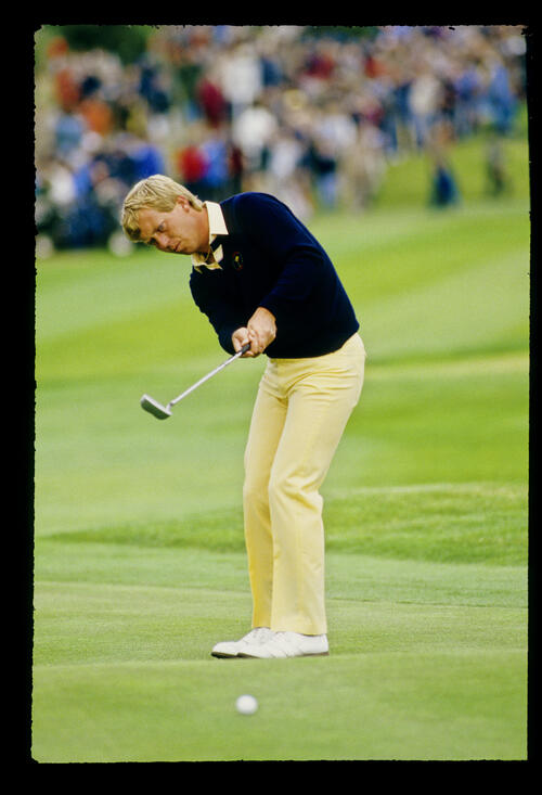 Howard Clark putting during the 1985 Ryder Cup