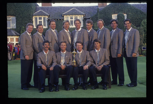 The USA Team for the 1993 Ryder Cup in front of the Belfry Clubhouse