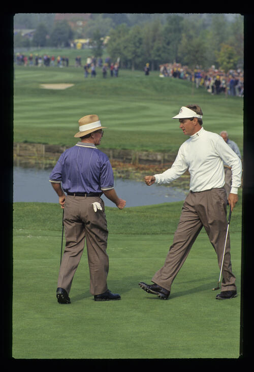 An imminent fist touch between Davis Love III and Tom Kite during the 1993 Ryder Cup