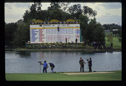 A precarious looking scoreboard operation on the final day of the 1993 Ryder Cup
