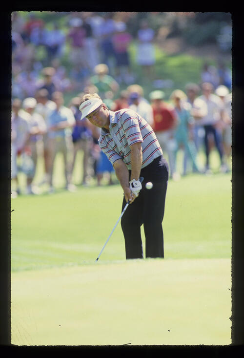 Ben Crenshaw chipping during the 1987 Masters