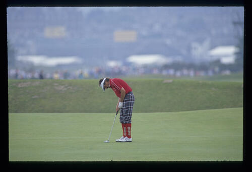 Rodger Davis putting during the 1990 Open Championship