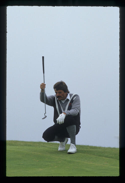 Rodger Davis plumb lining a putt during the 1987 Open Championship