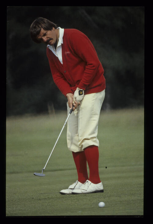Roger Davis putting during the 1980 Scandinavian Enterprise Open