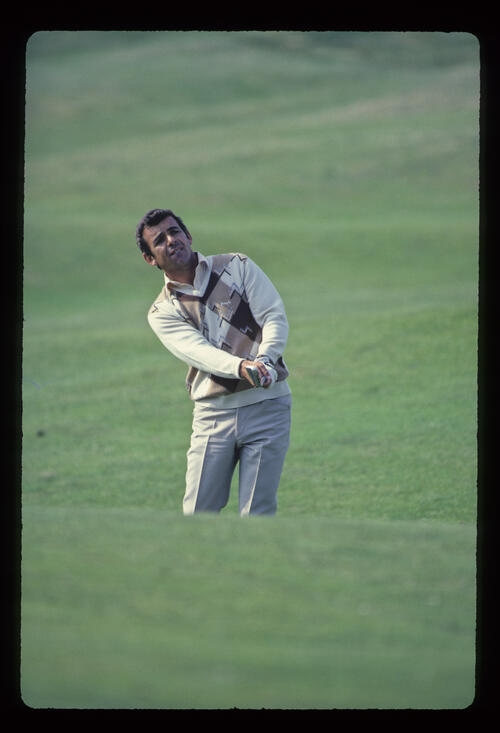 Tony Jacklin pitching to the green during the 1982 Open Championship