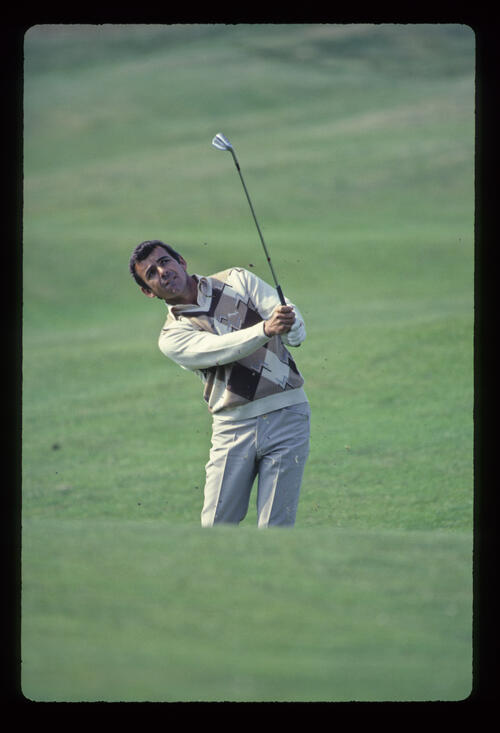 Tony Jacklin pitching to the green during the 1981 Open Championship