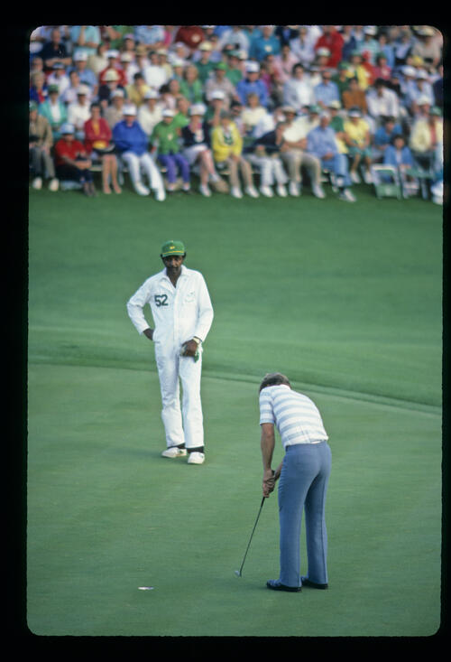 Ben Crenshaw sinks his final putt to win the 1984 Masters