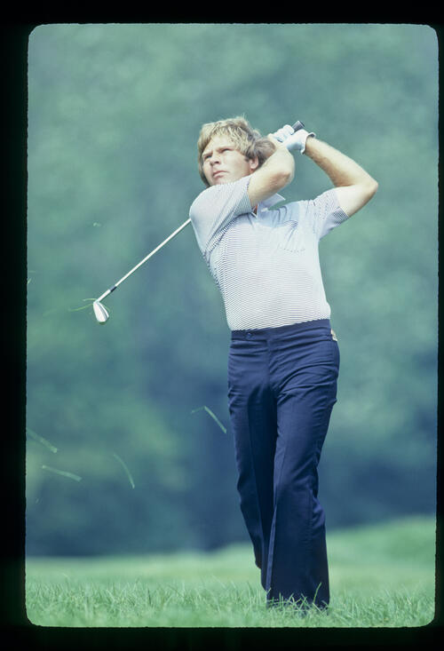 Ben Crenshaw hitting from the rough during the 1981 US Open