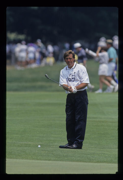 Barry Lane preparing to chip during the 1993 US Open