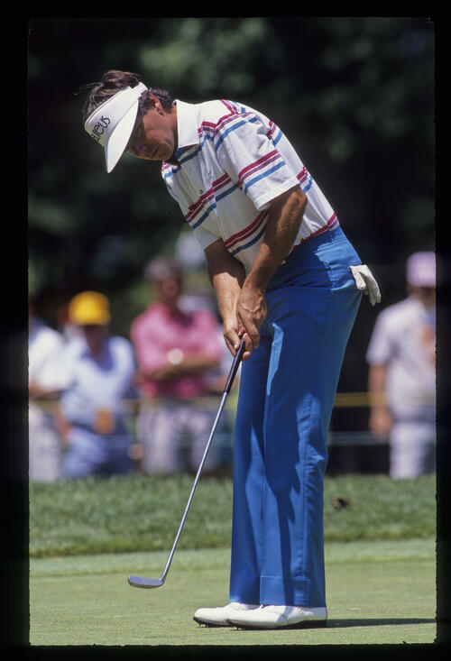 Larry Mize putting during the 1990 US Open