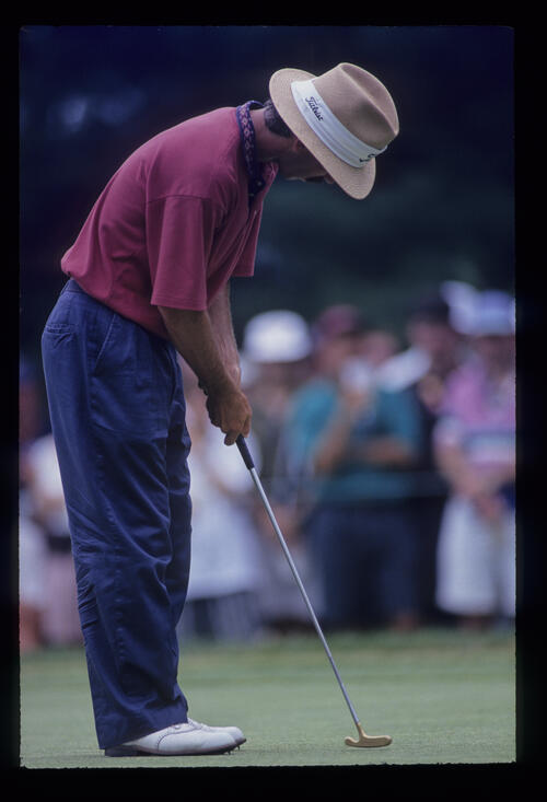 Corey Pavin putting during the 1993 US Open
