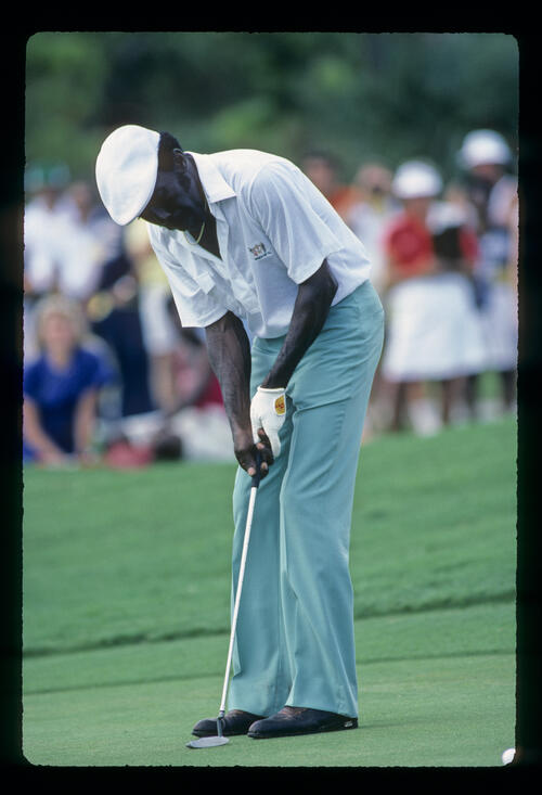 Calvin Peete putting during the 1983 Ryder Cup