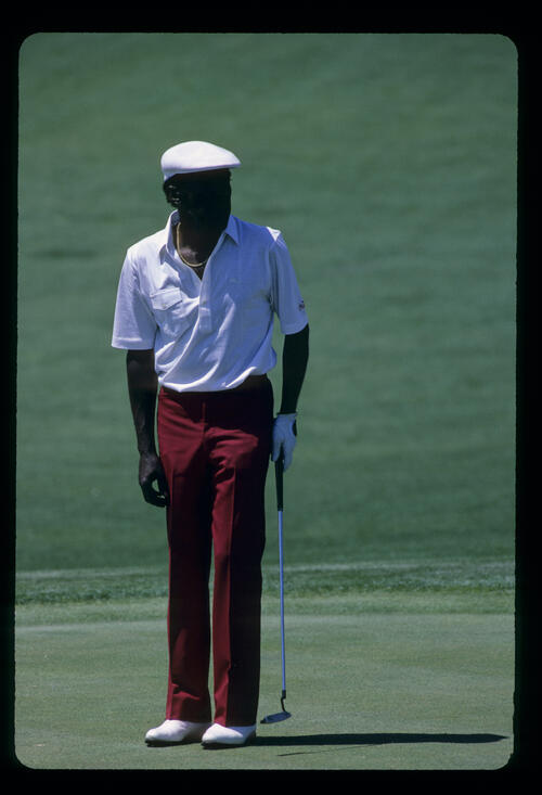 Calvin Peete watching a putt closely during the 1986 Masters