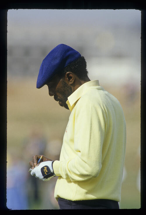 Calvin Peete marking his card during the 1987 Phoenix Open