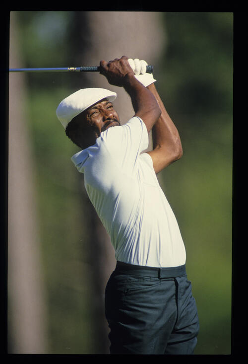 Calvin Peete hands high on the tee during the 1987 Masters