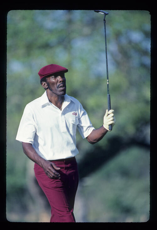 Calvin Peete raising his putter on his way to winning the 1985 TPC