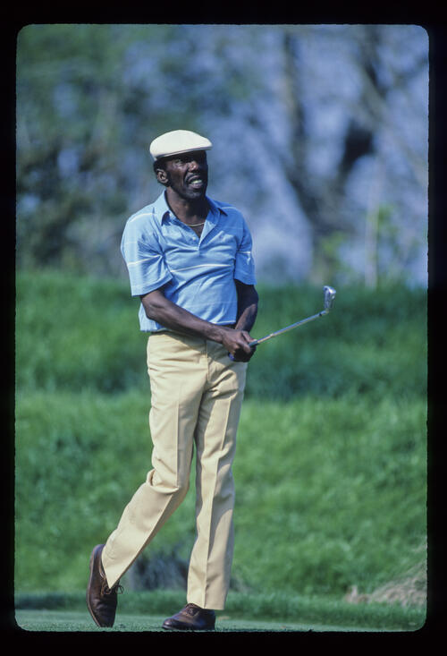 Calvin Peete watching closely from the tee during the 1986 TPC