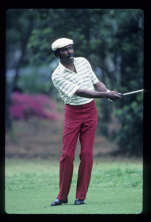 Calvin Peete pitching to the green during the 1983 TPC