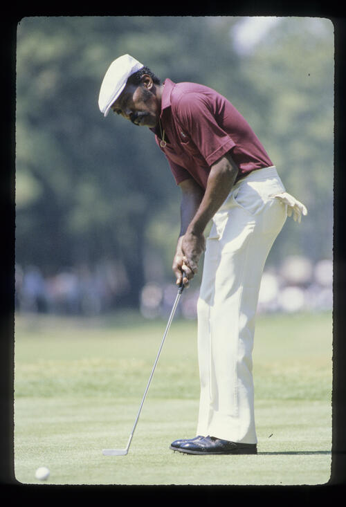 Calvin Peete putting during the 1981 Masters