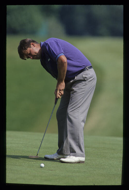 Steven Richardson sinking a putt during the 1992 Volvo PGA
