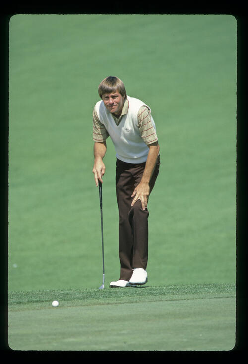 Bill Rogers lining up a putt during the 1982 US Open