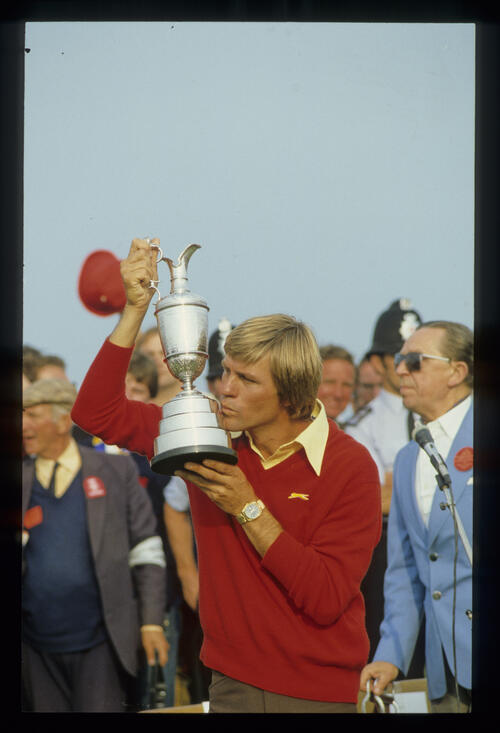 Bill Rogers kissing the Claret Jug at the 1981 Open Championship presentation ceremony