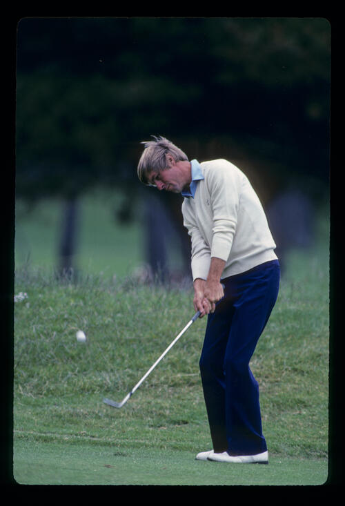 Bill Rogers chipping to the green during the 1983 US Open