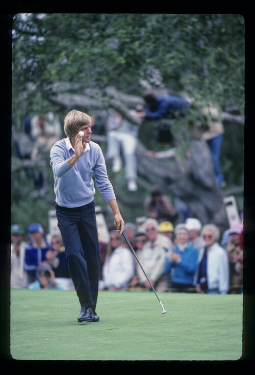 Bill Rogers acknowledging the crowd during the 1982 US Open