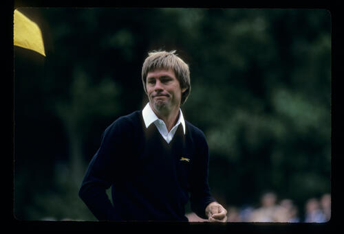 Bill Rogers looking resigned on the green during the 1983 Suntory World Matchplay