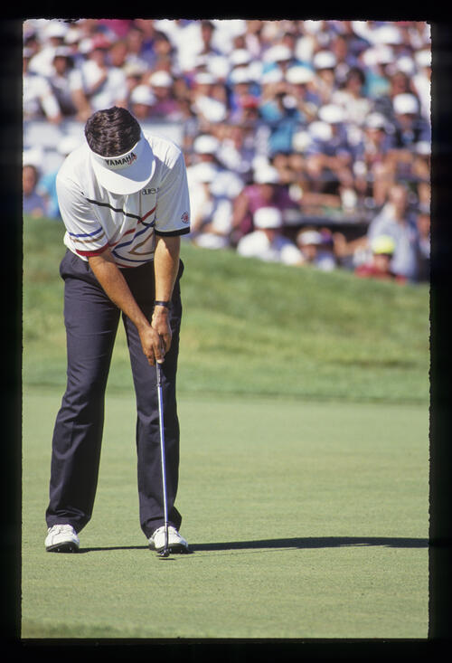 Scott Simpson putting during the 1991 US Open