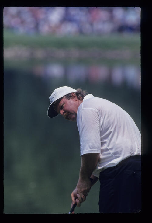 Craig Stadler putting during the 1993 US Open
