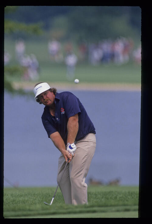 Craig Stadler chipping from the greenside rough during the 1989 USPGA