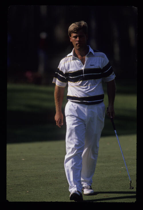Hal Sutton striding onto the green during the 1989 TPC