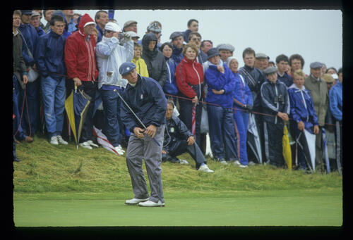 Hal Sutton putting in the rain during the 1987 Open Championship