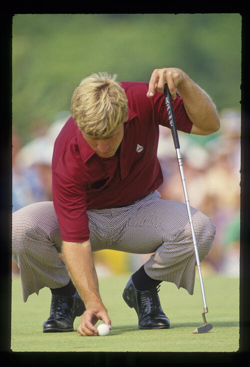 Hal Sutton replacing his ball on the green during the 1986 US Open