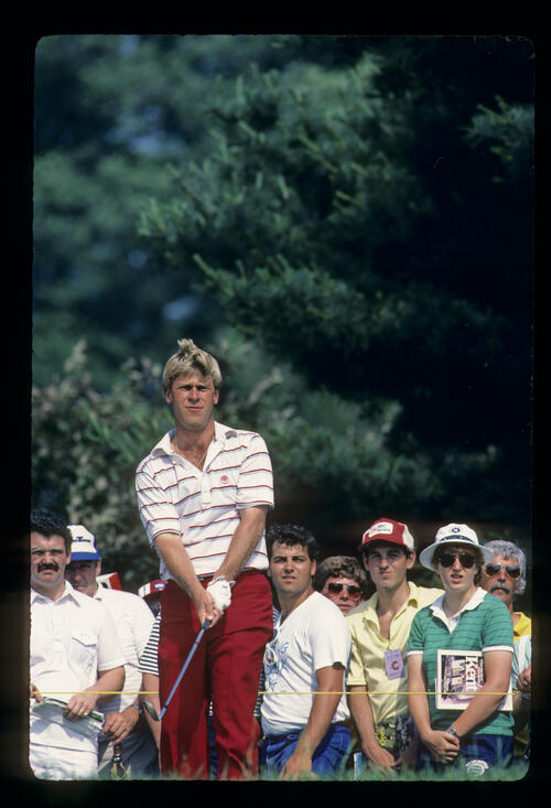 Hal Sutton chipping from the greenside rough during the 1984 US Open