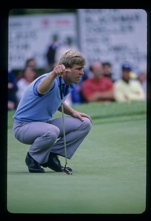 Hal Sutton lining up a putt during the 1985 US Open